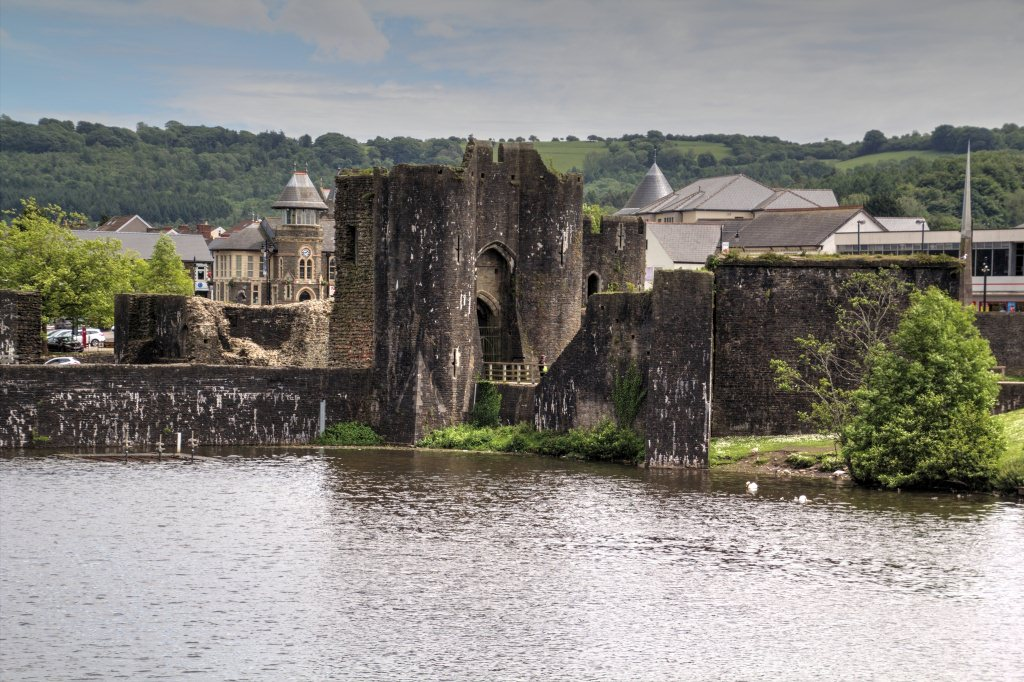 synopsis about the castles of wales Tourism became an economic staple, with visitors—including many descendants of welsh expatriates—drawn to wales's stately parks and castles as well as to cultural events highlighting the country's celebrated musical and literary traditions.
